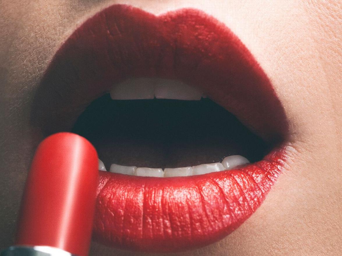Vergelijk de top 5 en vind hier de beste langhoudende lippenstift van 2020!